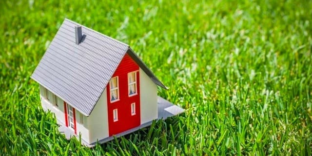 можно ли построить дом на дачном участке